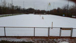 tennisbanen in de sneeuw